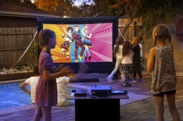 party by the pool - play Wii